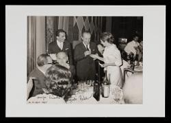 positivo Foto di gruppo: Nino Rota e altre persone a un matrimonio, 14 giugno 1967