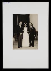positivo Foto di gruppo: Nino Rota e due sposi, 29 settembre 1962