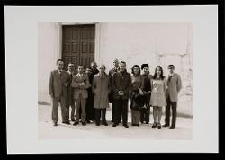 positivo Foto di gruppo: Vitantonio Dellegrazie, Padre Anselmo Susca, Nino Rota, Fernando Sarno, il senatore Luigi Russo e altri insegnanti, [1962]