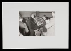 positivo Nino Rota riceve dei fiori dopo il concerto, [06 dicembre 1972]
