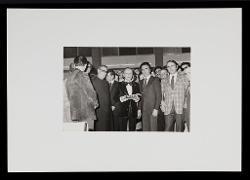 positivo Nino Rota riceve un omaggio dopo il concerto, [06 dicembre 1972]