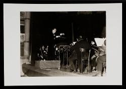 positivo Nino Rota dirige il Concerto per arpa e orchestra al Teatro Politeama Greco di Lecce, 12 dicembre 1972