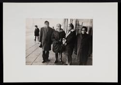 positivo Nino Rota e un gruppo di persone, [1969?]