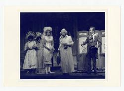 positivo Foto di scena: Ashley Putnam, James Atherton e Claude Corbeil, 17 agosto 1977
