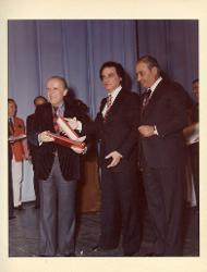 positivo Nino Rota riceve il premio, 1979 ca.