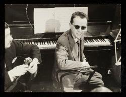 materiale vario Nino Rota al pianoforte verticale, 1943