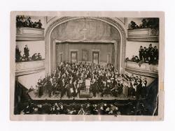 materiale vario Nino Rota viene applaudito sul palco dopo aver diretto L'infanzia di S. Giovanni Battista, 12 ottobre 1923