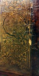 Cornice decorativa con quadrati e cerchi e decorazioni fitomorfe
