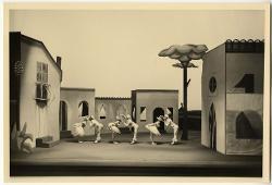 Pulcinella Veduta d'insieme della scena con interpreti / Foto di scena