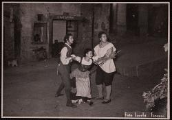Il ventaglio Paolo Poli e altri due interpreti / Foto di scena